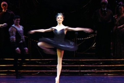 Who is the first ballerina performed 32 fouettés?