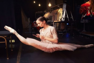 Here is our list of top 15 favorite female ballet dancers!